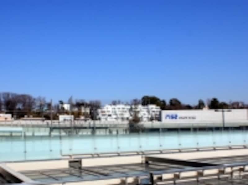 ヒルトップに位置する「瀬田ファースト」。二子玉川駅ペデストリアンデッキより撮影