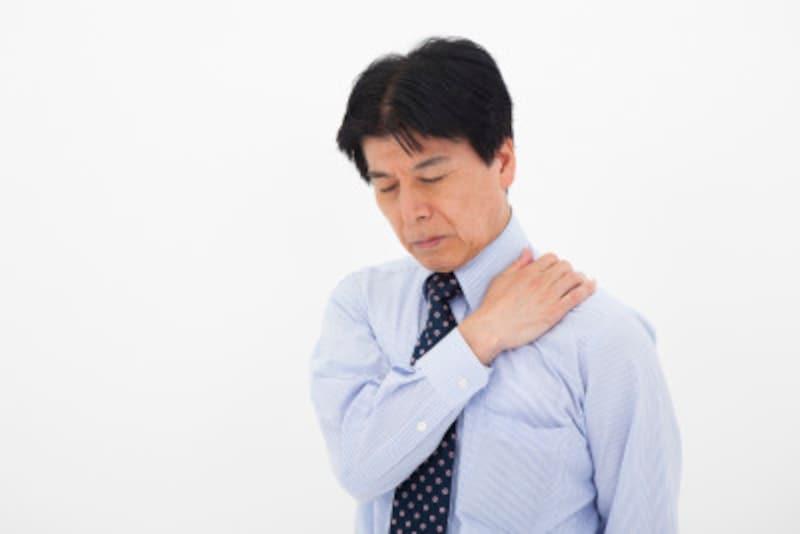 デスクワークなどで一日中同じ姿勢の人は肩凝りや腰痛に悩まされます
