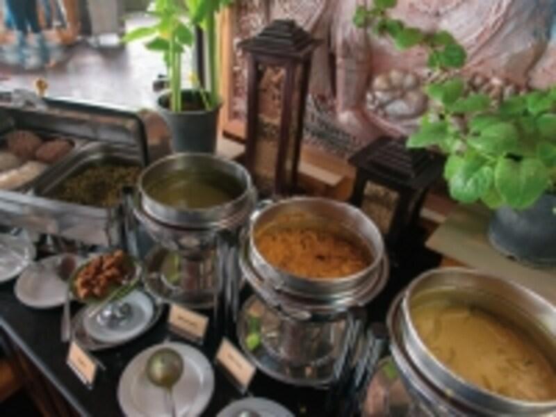 スリランカといえばカレー。朝は朝のカレーの食べ方があって面白い