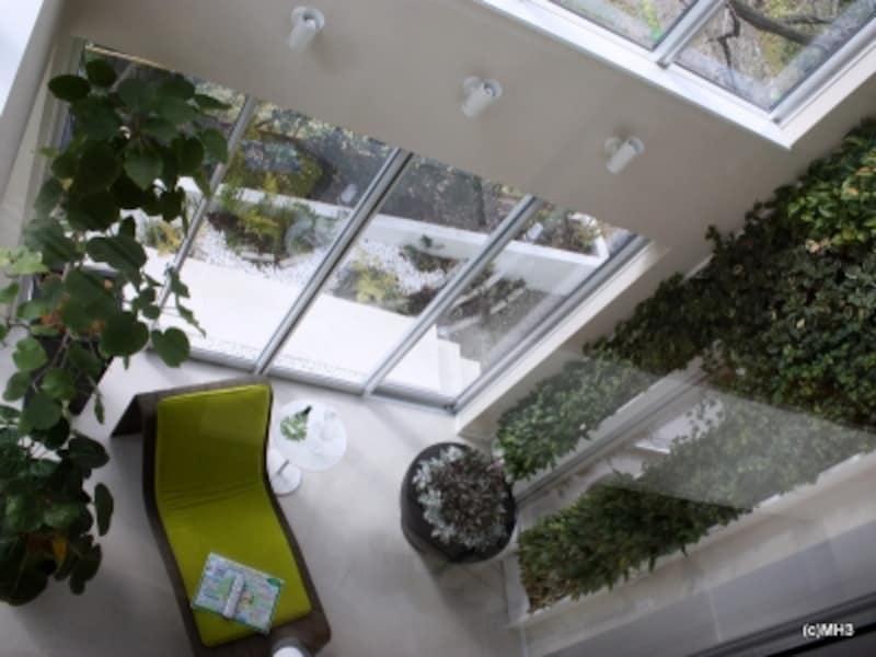 三菱ホームのモデルハウス。全館空調を導入していれば、吹き抜けのような大空間でも年中快適。マンションでは、空間をワンルームとしてつかえるなど自由度が増す。