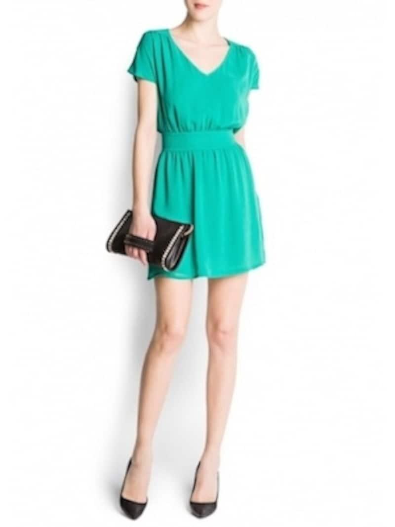 エメラルドグリーンは、2013年を代表するトレンドカラーの一つ。明るいグリーンは、快活な印象を与えます。