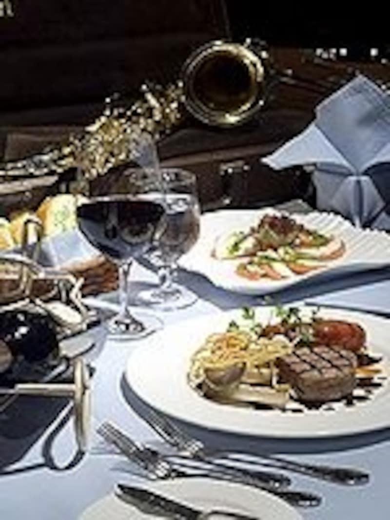 特別な日のお祝いに訪れてもいいかも。豪華で美味しい食事とお酒を!(C)Onceinabluemoon
