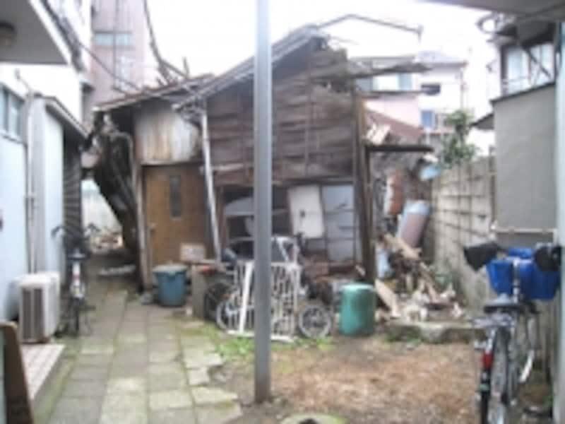 崩壊寸前の空き家