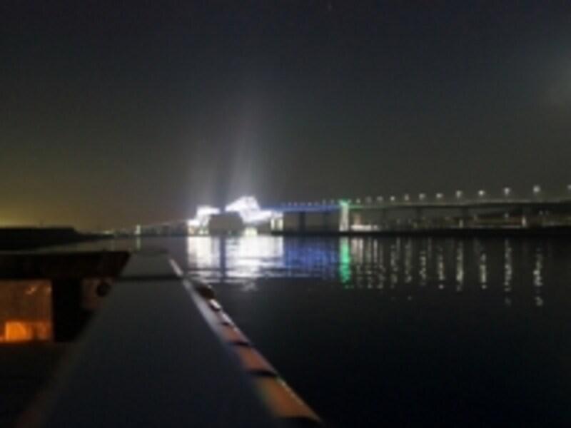 東京ゲートブリッジの白い光