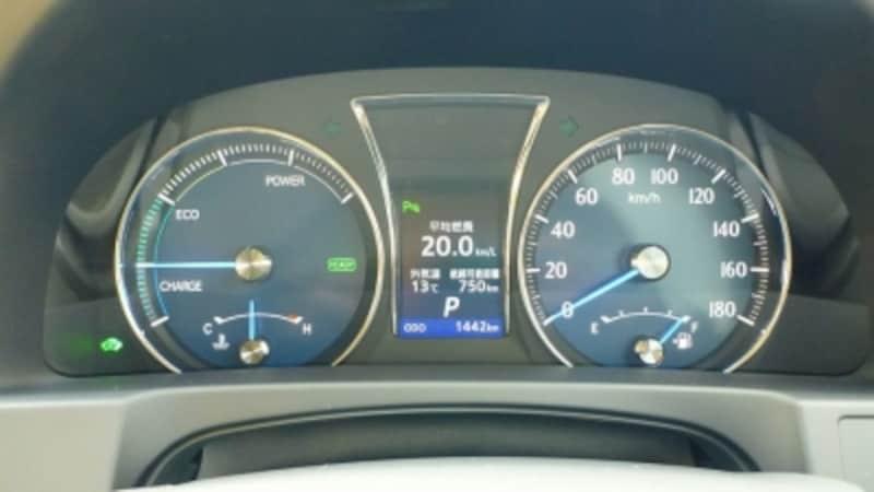 ハイブリッド仕様の燃費は20km/Lと上々のデータ