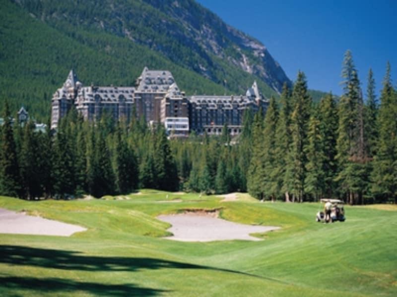 併設されたゴルフコースの人気も高い、フェアモント・バンフ・スプリングス(C)FairmontHotelsandResorts