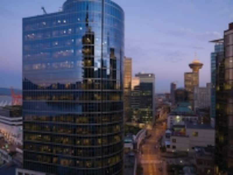歴史あるホテルが多いフェアモントでも、バンクーバーのフェアモント・パシフィック・リムのように、新しく建設されたホテルは、高層建築の現代的な作り(C)FairmontHotelsandResorts