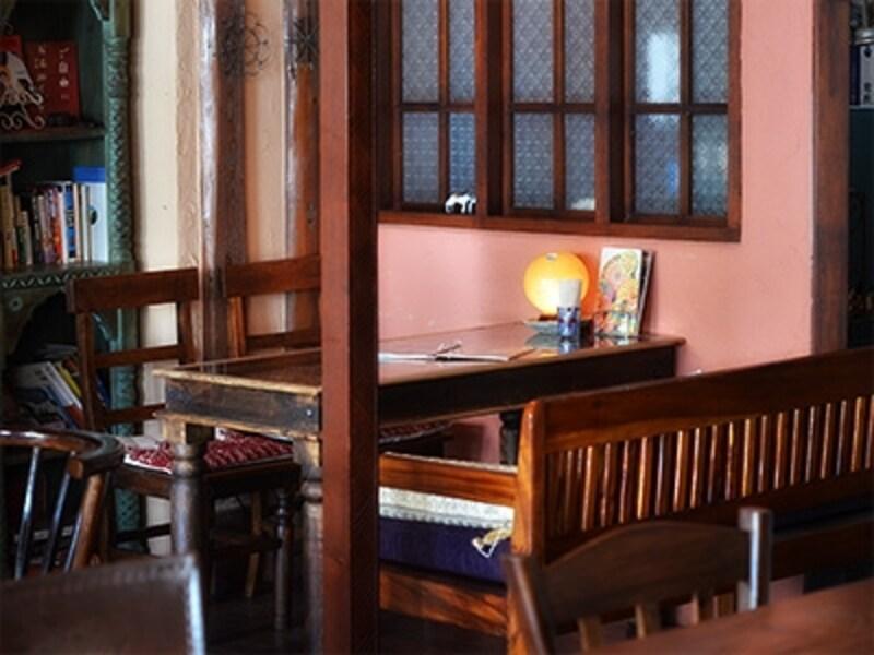 ベンチソファはバリ島の家具メーカーに発注したもの。