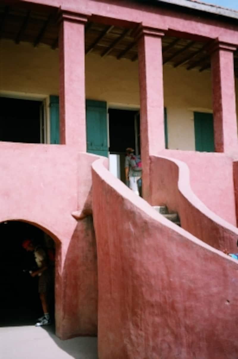 多くのアフリカ人が収容された「奴隷の家」。そこにあったのは無限の苦しみと絶望のみ
