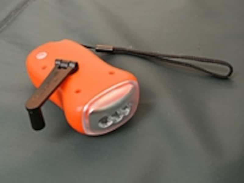 手回し式の懐中電灯