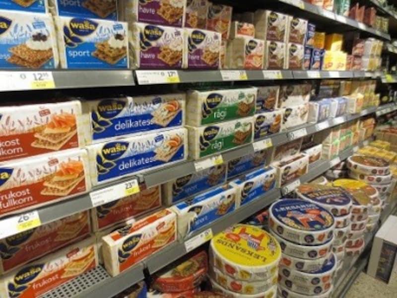 スウェーデンのほとんどの家庭に常備してあり、食事のときに出されるのが、乾いたパン「Knäckebröd(クネッケブロード)」です。
