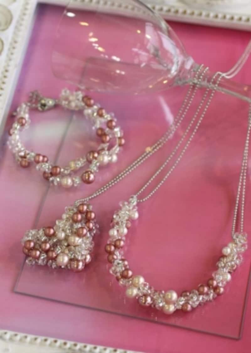 桜色のネックレス