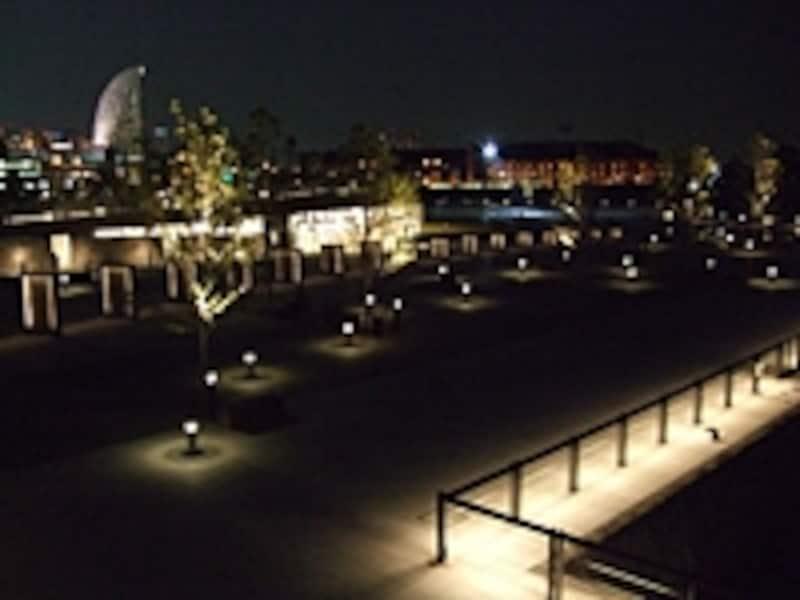 象の鼻テラスと横浜赤レンガ倉庫