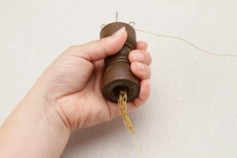 リリアン編みが編みあがっていく