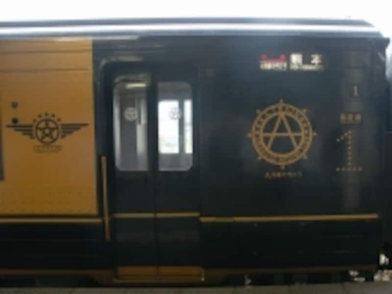 ロゴが描かれた車体