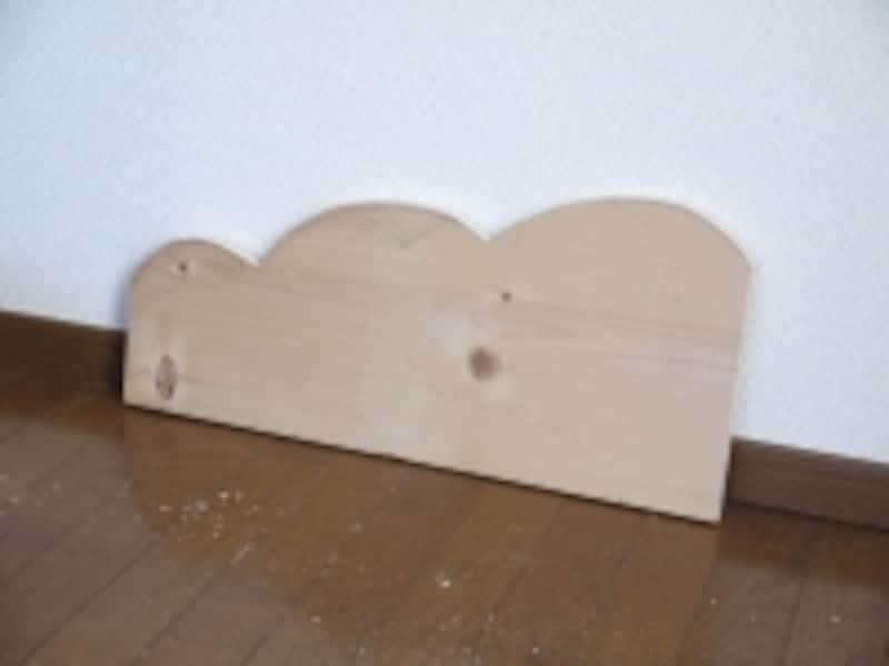 1枚切った後、板をなぞると同じ形に