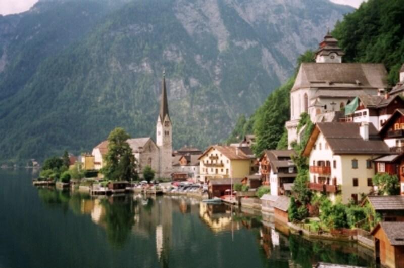 まるでメルヘンの世界へ迷い込んだような、美しいハルシュタットの風景