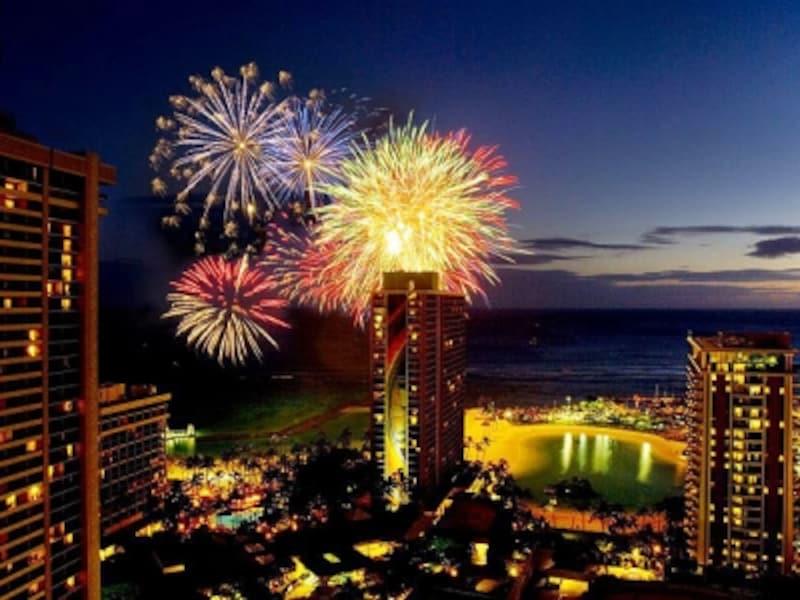 ヒルトン・ハワイアン・ビレッジ名物の花火。金曜にホテル前のビーチで打ち上げられる