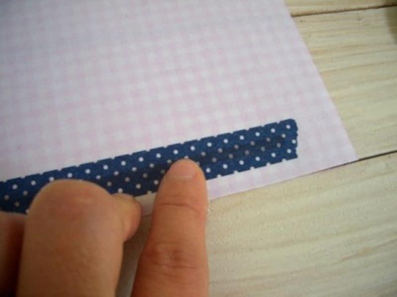 折り紙の裏に貼り付ける