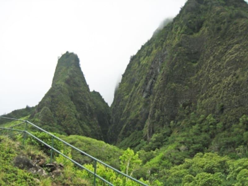 作家マーク・トゥエインが「太平洋のヨセミテ」と賞賛した渓谷美