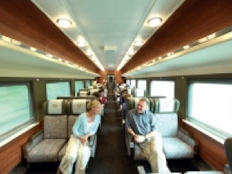 レッドリーフはエコノミークラスに相当するが、座席感覚は広く、レッグスペースの余裕はかなりのもの(C)RockyMountaineer