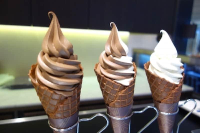 「ショコラソフトクリーム(ビター、ホワイト、ミックス)undefined各540円(税込)