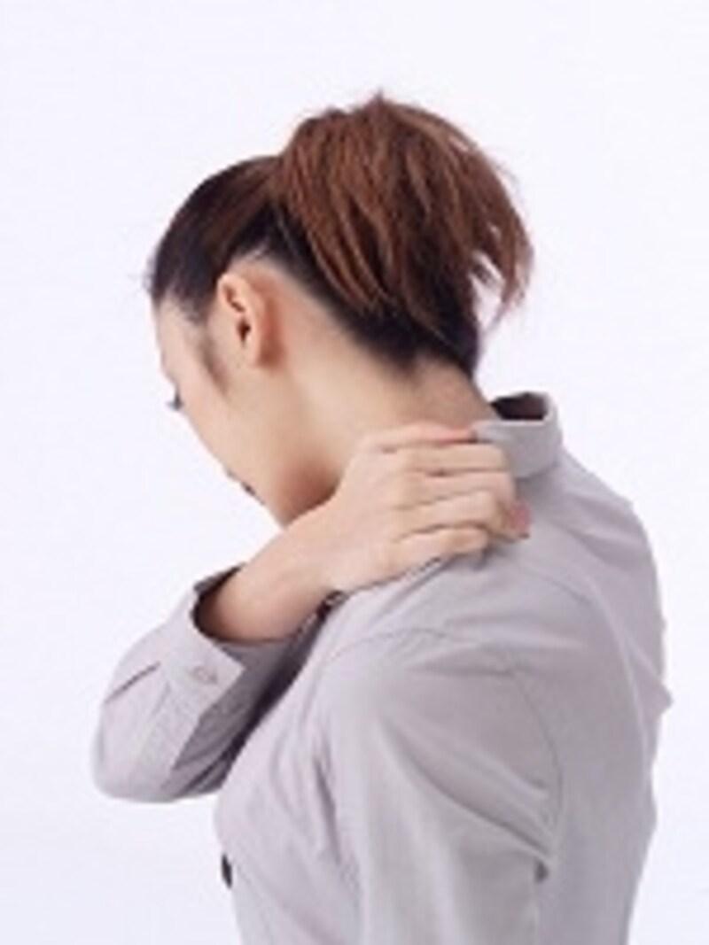吐き気、ひどい肩こり、めまいなどの症状は危険信号です