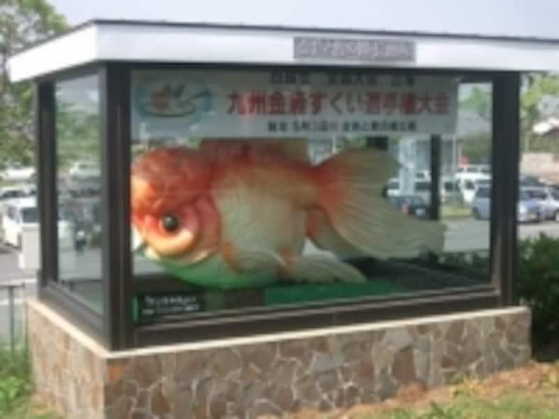 長洲駅に展示されている金魚みこし