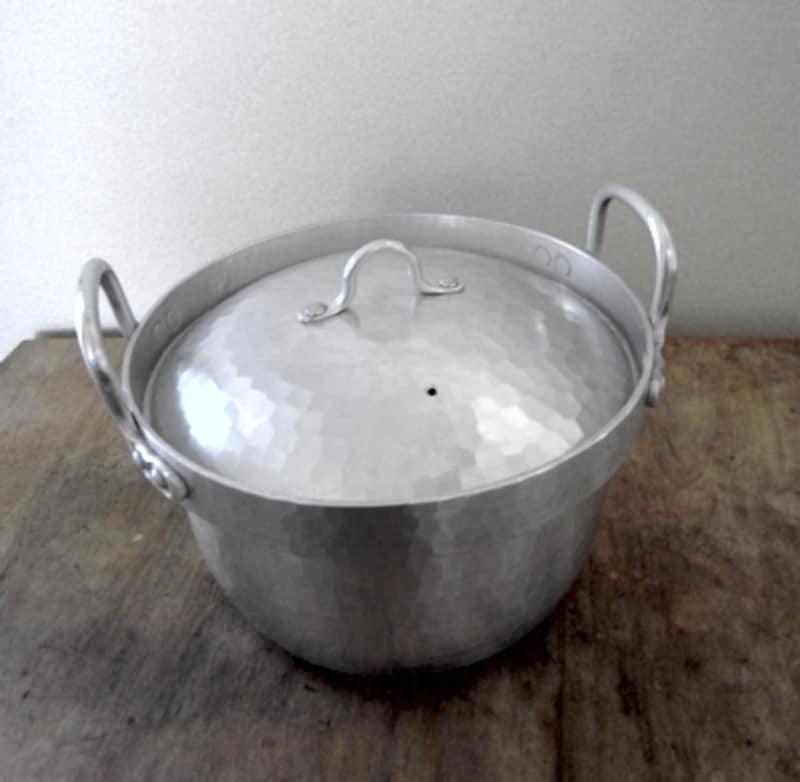鍛金のアルミ鍋です