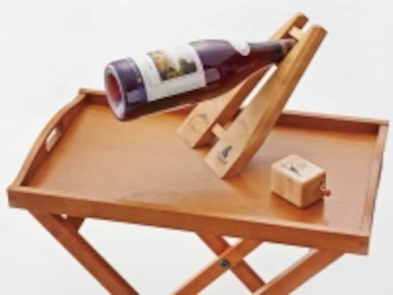 ワインホルダーベイブリッジ(3570円)、オルゴール赤いくつのおんなのこ(3570円)、折りたたみ式トレーテーブル(19950円)