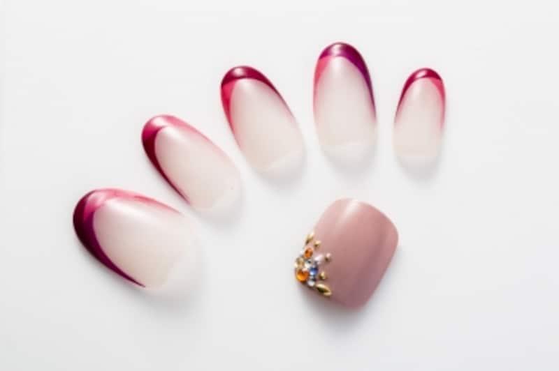 エレガントな甘さが漂うピンクネイル