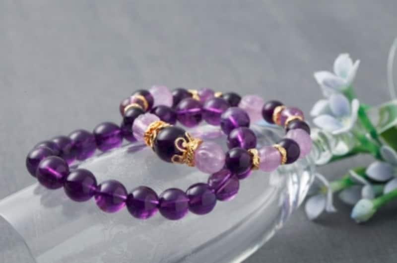 紫色に光る美しい石「アメジスト」