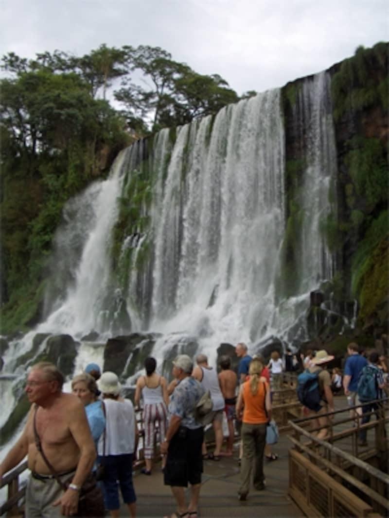 上から見ても下から見ても、滝の美しさは不変undefined写真提供:アルゼンチン観光局