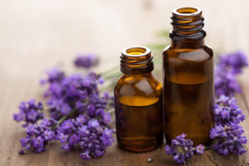 アロマテラピーに使用するラベンダーやカモミールなども、香水には多く使われています。