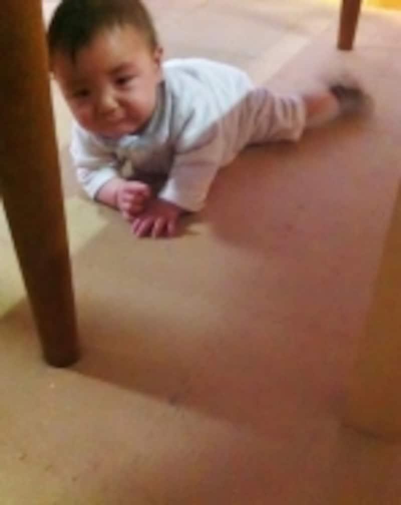 後追い泣きする赤ちゃんの写真