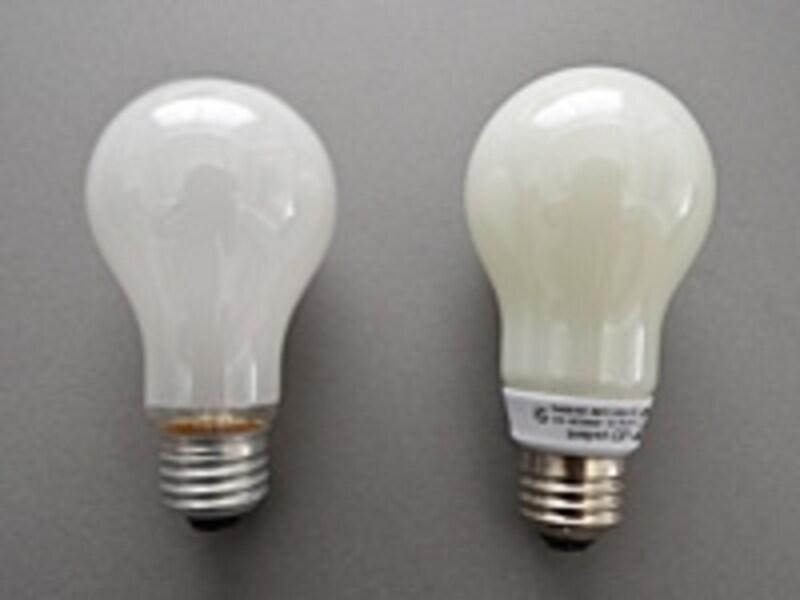 E26普通電球(左)とLED電球(右)