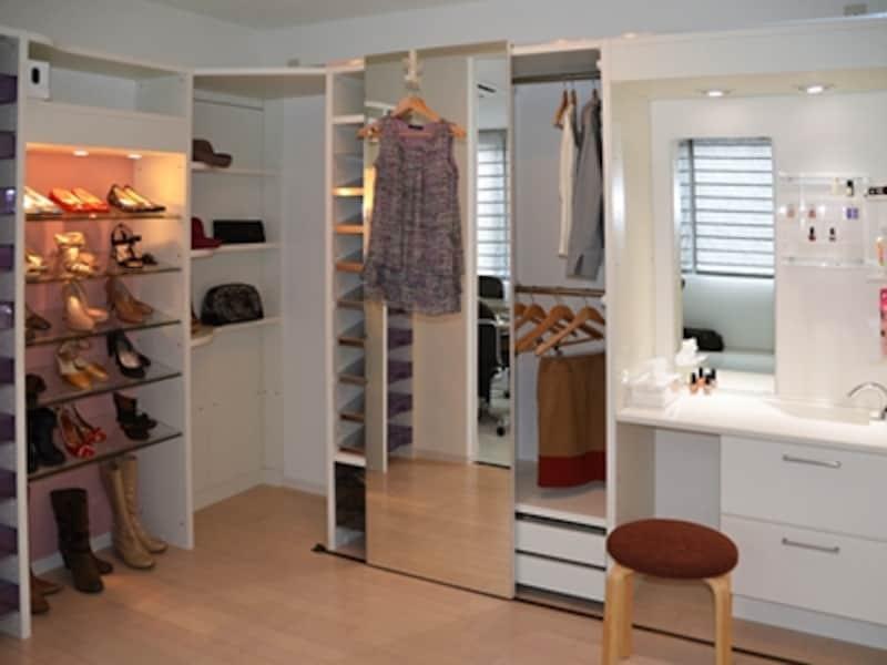 クローゼットパーツと洗面台を組み合わせれば空き部屋がドレッシングルームに変身(セフィット)