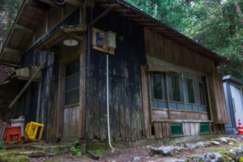 空き家の火災保険とは?別荘や親の相続住居、廃屋は?
