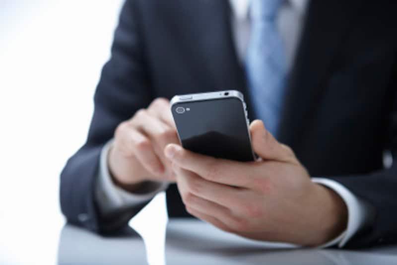 浮気の兆候を掴むテクニック3:携帯電話やスマホの扱い方の変化をチェック