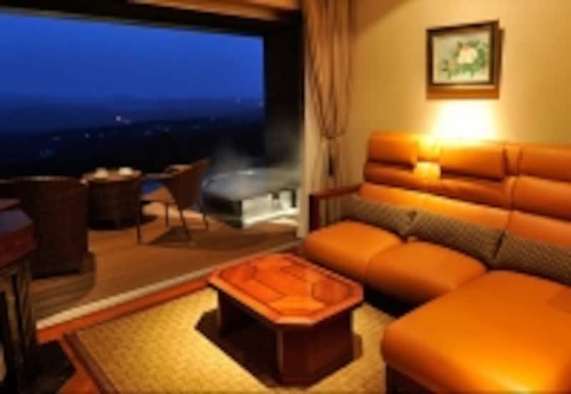 山に向かって開かれ開放感あふれる露天風呂付き客室(赤倉観光ホテル)