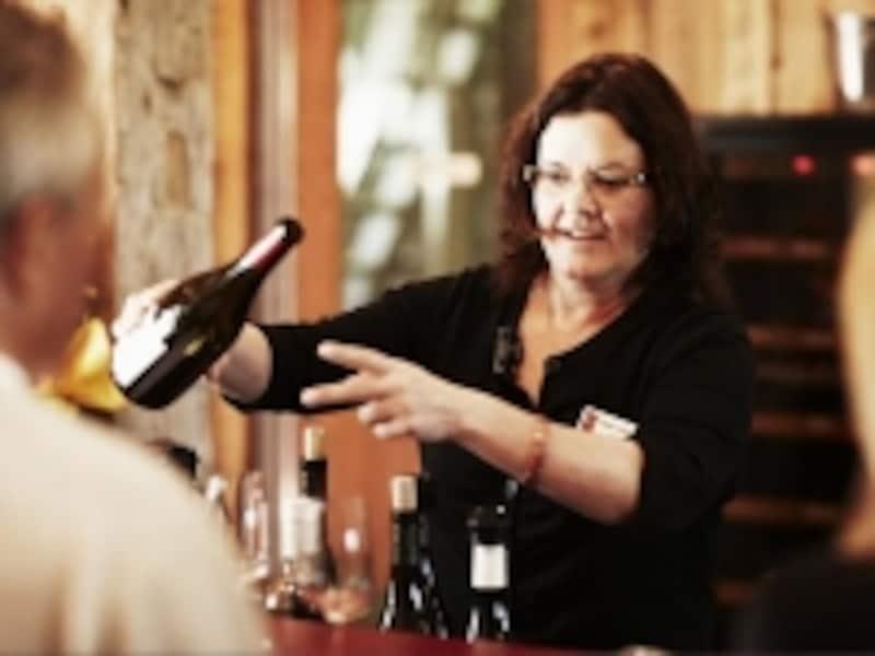 アイスワインだけじゃなく、赤や白のテイスティングもぜひ!(C)TourismOntario