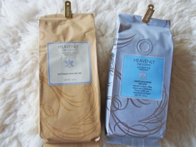 自宅用にも購入したいバター・パンケーキミックス(左12ドル)。バニラマカダミアのフレーバーコーヒー(右17ドル)と一緒にどうぞ
