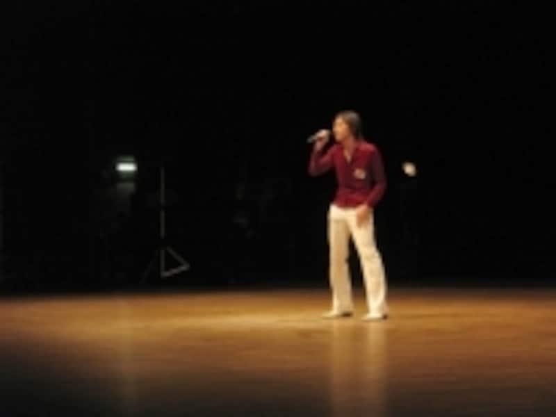 カラオケ大会ステージ歌唱