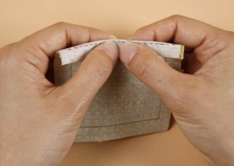 指で押して折りぐせをつける