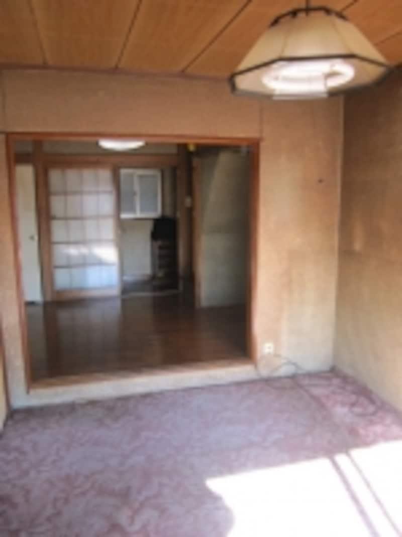 築年数が経過した一戸建ての室内