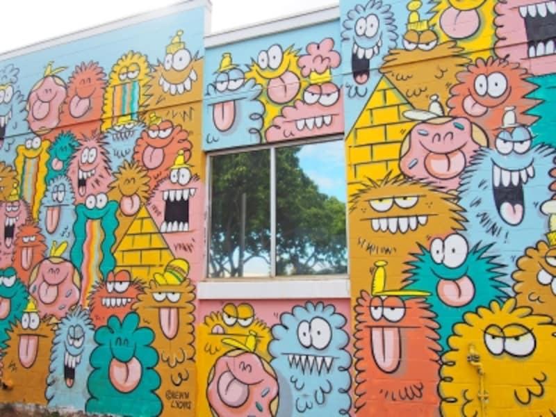「フィッシャー・ハワイ」の壁は、カカアコのアートスポットの1つ