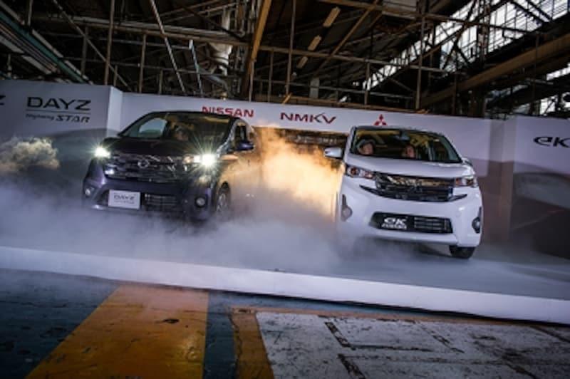 日産の『デイズ』(写真左)と三菱自動車の『eKワゴン』(写真右)