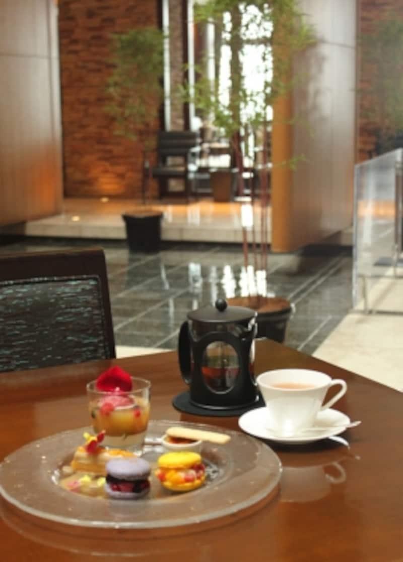 紅茶もポットサービスで、たっぷり