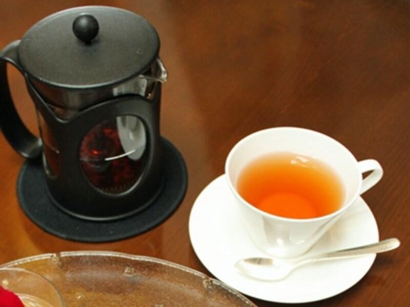 このアフタヌーンティーセットには、コーヒーより紅茶が合います