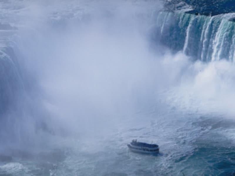 滝の観光といえばこれ!遊覧船「霧の乙女号」undefined(C)TourismOntario